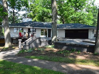 Niagara Parkway Three Bedroom, Three Bathrooms, Sauna and Games Room