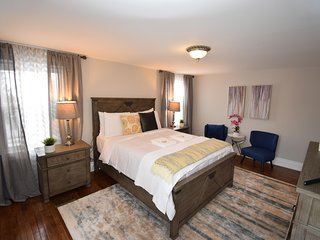 The Gaslamp Imperial Suite in the heart of Old Town Niagara on the Lake
