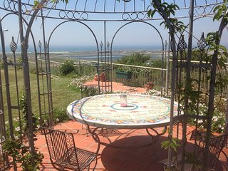 Seagull Garden Flat,own entrance in private home..Amazing location and views.