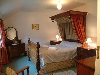 COBBLER'S - Two-Bedroom Stone Cornish Cottage: Sleeps 4+1