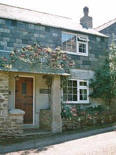 GAMEKEEPER'S - Two-Bedroom Stone Cornish Cottage: Sleeps 4+1