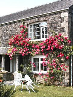 HOUSEKEEPER'S - Romatic One-Bedroom Real Cornish Cottage: Sleeps 2+1