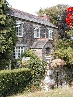 FARMHOUSE - Three-Bedroom Real Cornish Farmhouse: Sleeps 6+1