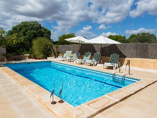 Finca Ca Na Maria. Country House with pool and garden for 6 people in Santanyi
