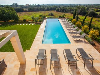 Villa Can Paulo. Luxury House with pool and garden for 12 people in Santanyi