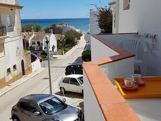 'Beach Townhouse' 2 minutes walk to everywhere including the beach !