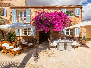 Lindsey House. Exclusive, elegant with pool, garden and terrace in Es Llombards