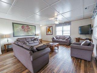 Short walk from beach, 5 Bedroom/3 Bath Duplex 9 & plenty of room for groups