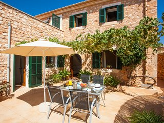 Villa Paula. Renovated and Traditional Majorca House