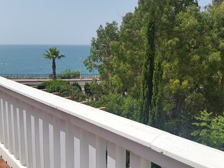 Beautiful duplex, first line of the beach, pool, garden and parking.