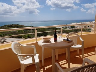 Acacias Apartment B2F. 2 bedrooms, full A/C, sea views and walk to the  beach !