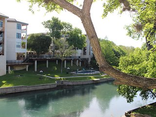Inverness Condo on the Comal River