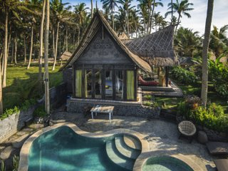 Absolute Beachfront Villa Laut 2