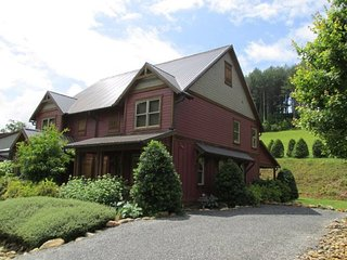 Executive mountain home near WCU, Tuckasegee River, Casino, BR Parkway, & GSMNP