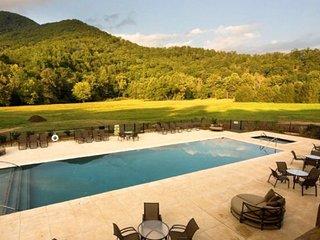 Executive mountain home near WCU, Tuckasegee River, Casino, BR Parkway, & GSMNP