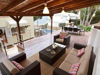 Castelldefels - chalet independiente de 4 dormitorios para alquilar