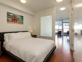 Bright & Shinny Le Sphinx 1BR Downtown!