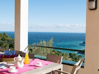 Villa with spectacular sea views-private pool, wifi, parking.