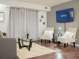 Comfy Condo Minutes from Downtown FREE UBER RIDE