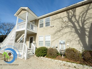 Crescent Beach Sand Castle Upstairs B- 150 yards to the Beach! Pet Friendly!