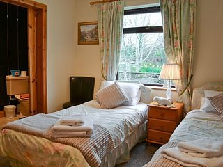 self catering cottage nestled in picturesque countryside . BR2, holiday rental in Newtown