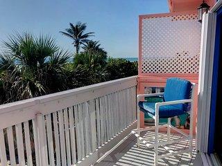 Beachfront Home *Huge Yard and Decks with Ocean Views* Sleeps 9