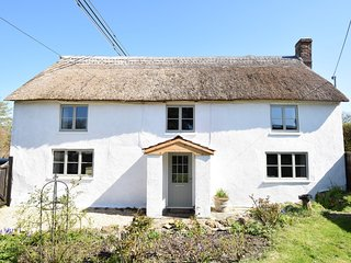 57688 Cottage situated in Bridport (8mls N)