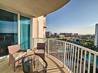NEW! Destin Resort Condo w/Balcony -Walk to Beach!