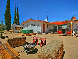 NEW! 'Aloha Ranch' w/Hot Tub-Mins to Joshua Tree!