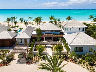 Villa Hawksbill Beach Front Located in Exquisite Grace Bay with Private Poo
