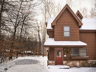 Snow Diggs ( 3-Bedroom Cabin )