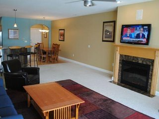 Wisconsin Dells Getaways #309 - Three Bedroom Lakefront Condo Sleeps 9
