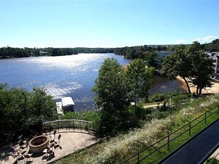 Wisconsin Dells Getaways #307 - Three Bedroom Lakefront Condo Sleeps 9