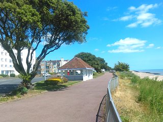 Lovely,cosy 1 bedroom flat situated on the seafront is available in Clacton