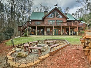 NEW! Villa w/Theater & Hot Tub on Lake Hartwell!