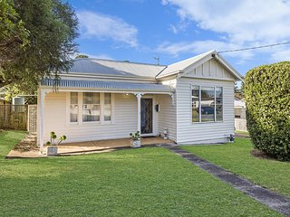 Shepherd's Rest - quiet central Port Fairy holiday home