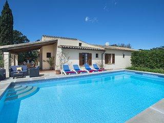 Disfruta en Villa Teo con Piscina Privada y Gran Terraza