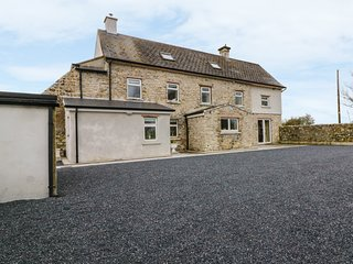 THE FARMHOUSE, traditional features, en-suite, WiFi, Ref 982632