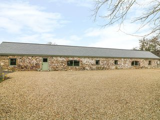 THE DAIRY, barn conversion, open-plan, countryside views, Ref 981402