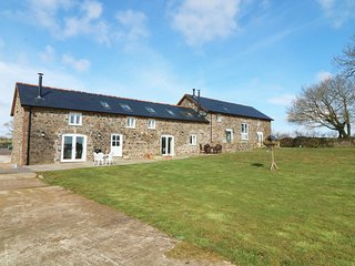 UPPER RED DOWN, open-plan, woodburner, countryside views, Ref 981034