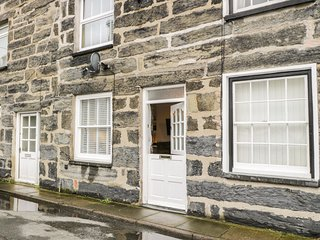 LLYS MADOC, spacious, harbour views, in Porthmadog, Ref 980708