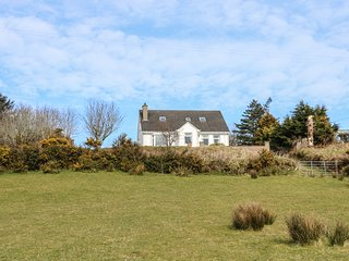 ROCKYDALE COTTAGE, spacious interior, countryside views, family friendly, in Cou