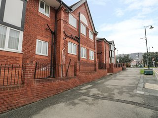 FLAT 9, ideal for a small family or couples, pleasant location, in Prestatyn