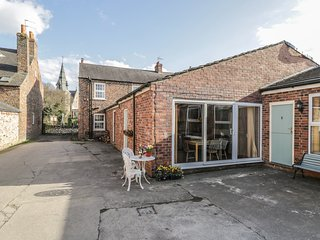 3 CHURCH VIEW COTTAGES, open-plan, near York, WiFi, Ref 979455