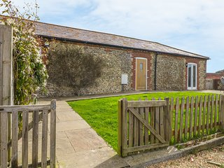 THE OLD DAIRY, in South Downs, open-plan, converted farm building, Ref 977833