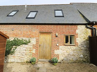 THE LITTLE STABLES, open-plan, pet-friendly, Freshwater 3 miles, Ref 977485