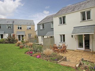BUZZARDS PERCH, terraced cottage, on-site facilities, near Falmouth, Ref 977262