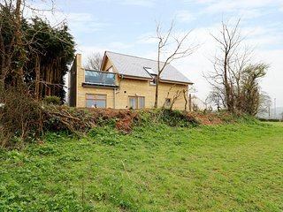 NORTHLANDS COUNTRY COTTAGE, luxury interior, roof terrace with hot tub, incredib