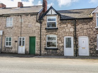 27 Borthyn, 2 bedrooms, woodburning stove, WiFi, in Ruthin, ref 974358