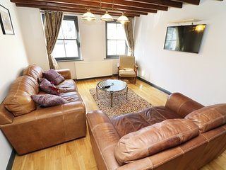 THE GILL, Converted warehouse, WiFi, two well-behaved pets allowed, (Ref. 974044